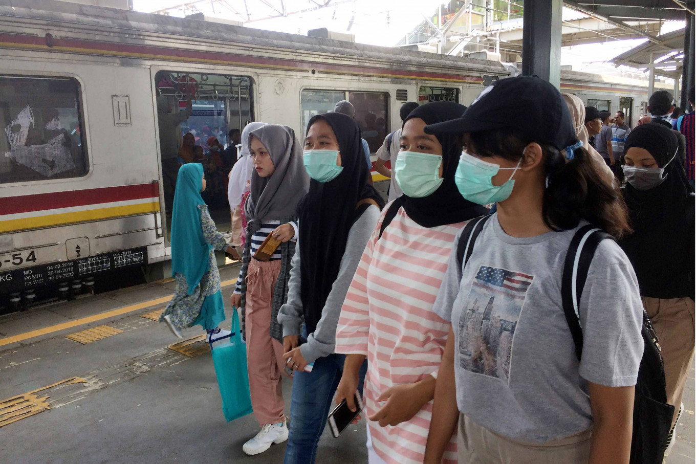 Women Comply With Covid 19 Health Protocol More Than Men Bps Survey Tue October 6 2020 The Jakarta Post