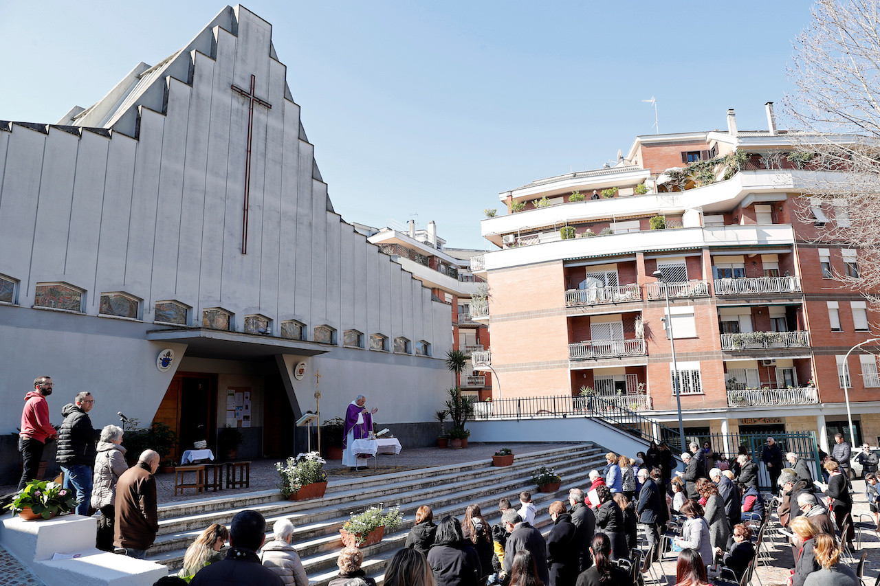 Rome churches remain open after Catholics rail against 'Christ in quarantine'