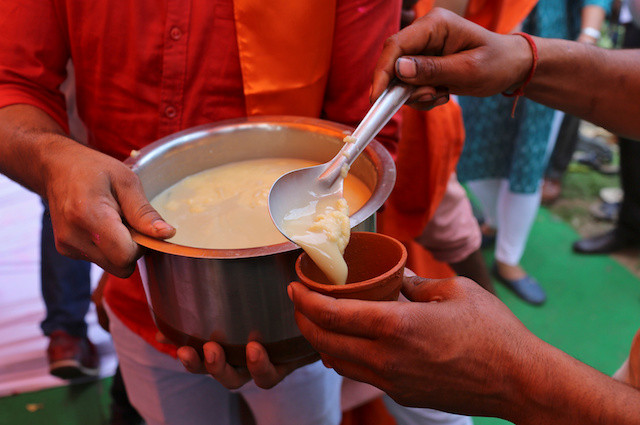 Hindu group offers cow urine in a bid to ward off coronavirus