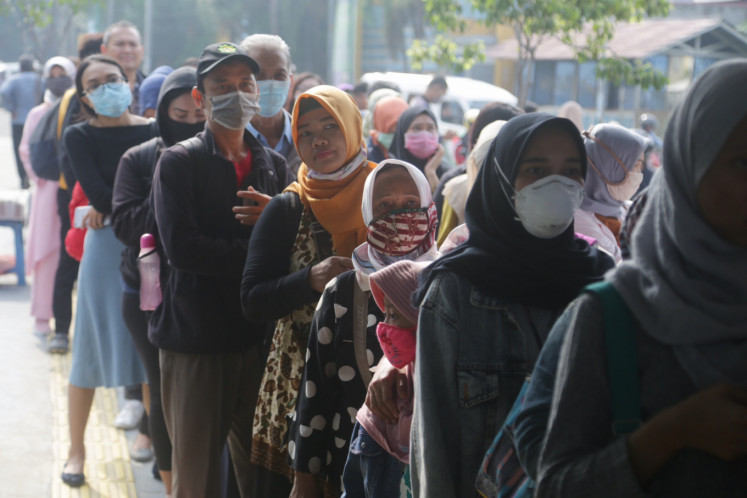Transjakarta passengers queues at Puribeta Transjakarta shelter, Tangerang City, Monday, 3/16/2020. Due to the changes in schedules and routes to the anticipated spread of the Corona virus, thousand Jakarta public transport passenger are stranded.