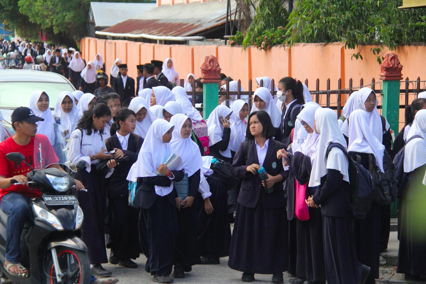 From Sumatra to Sulawesi, schools closed, social distancing measures applied