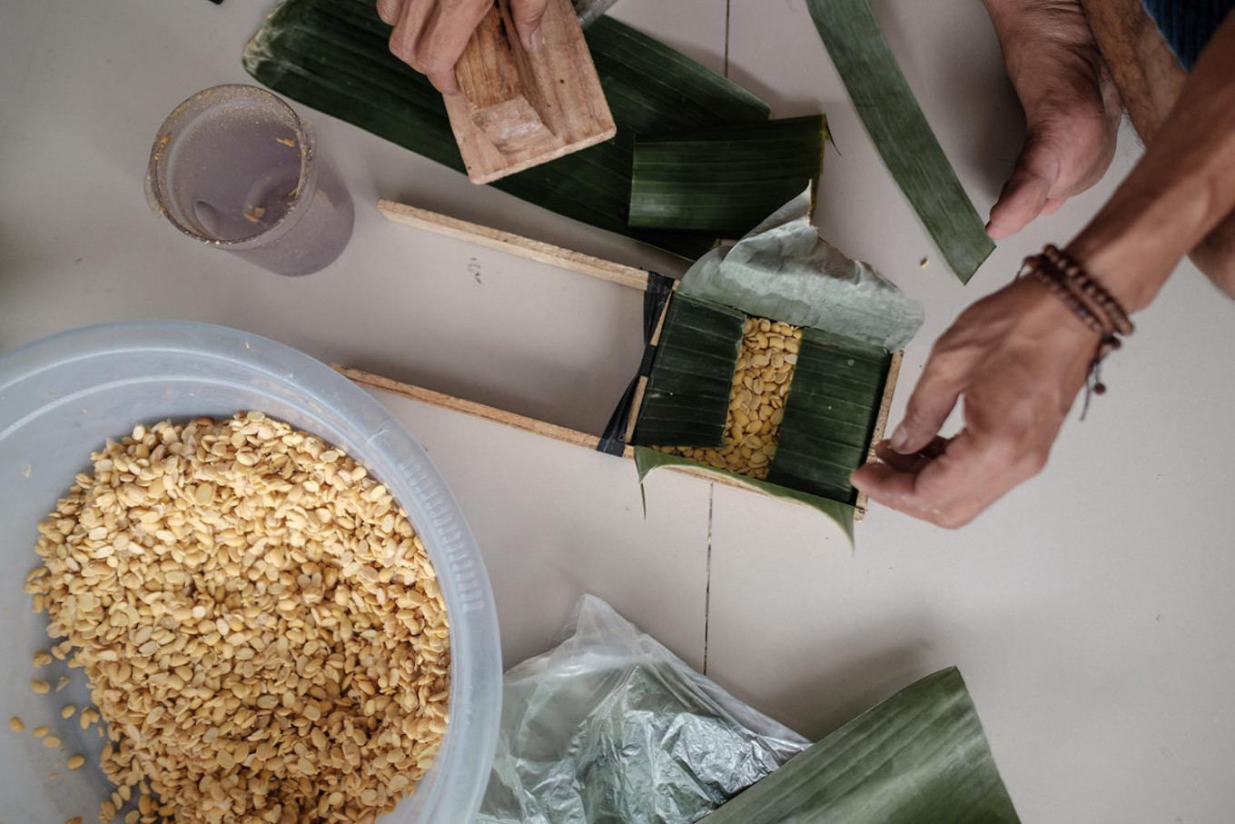 Hakim also provides traditional, environmentally friendly packaging by wrapping the tempeh in banana leaves. JP/ Anggara Mahendra