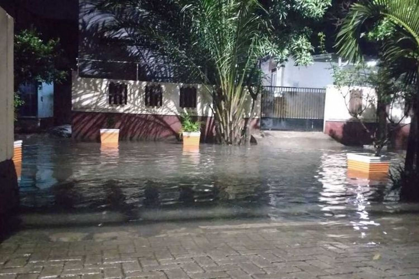Jakarta to prepare tents for displaced COVID-19 patients during floods