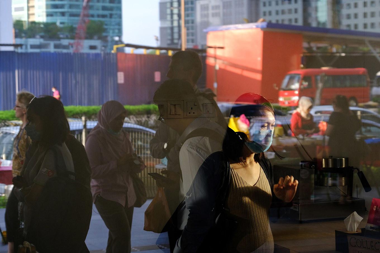 Singapore faces bigger contraction as Malaysia shuts borders