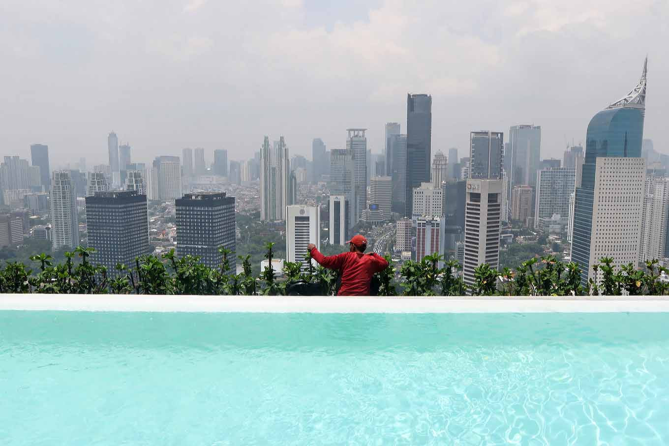 Clouds thicken over Indonesia's economic growth as uncertainties persist
