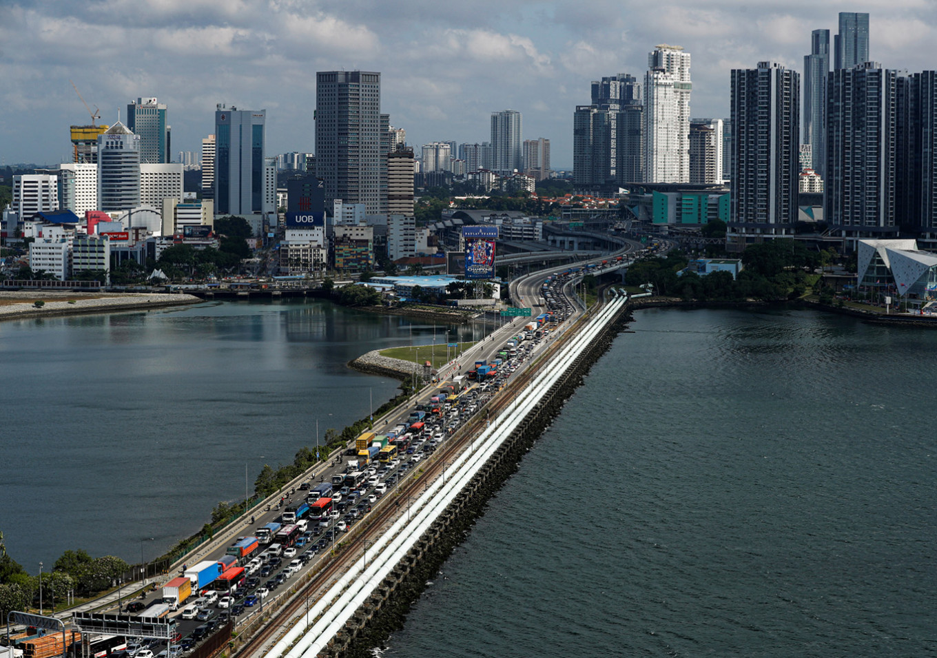 Malaysian students to walk to Singapore as semester begins