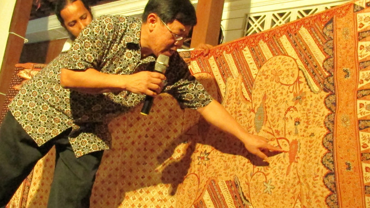 "In the detail: Batik expert Kwan ""William Kwan"" Hwie Liong explains the 'pelo ati' (gizzard and liver) motif on a Rifaiyah batik sheet."