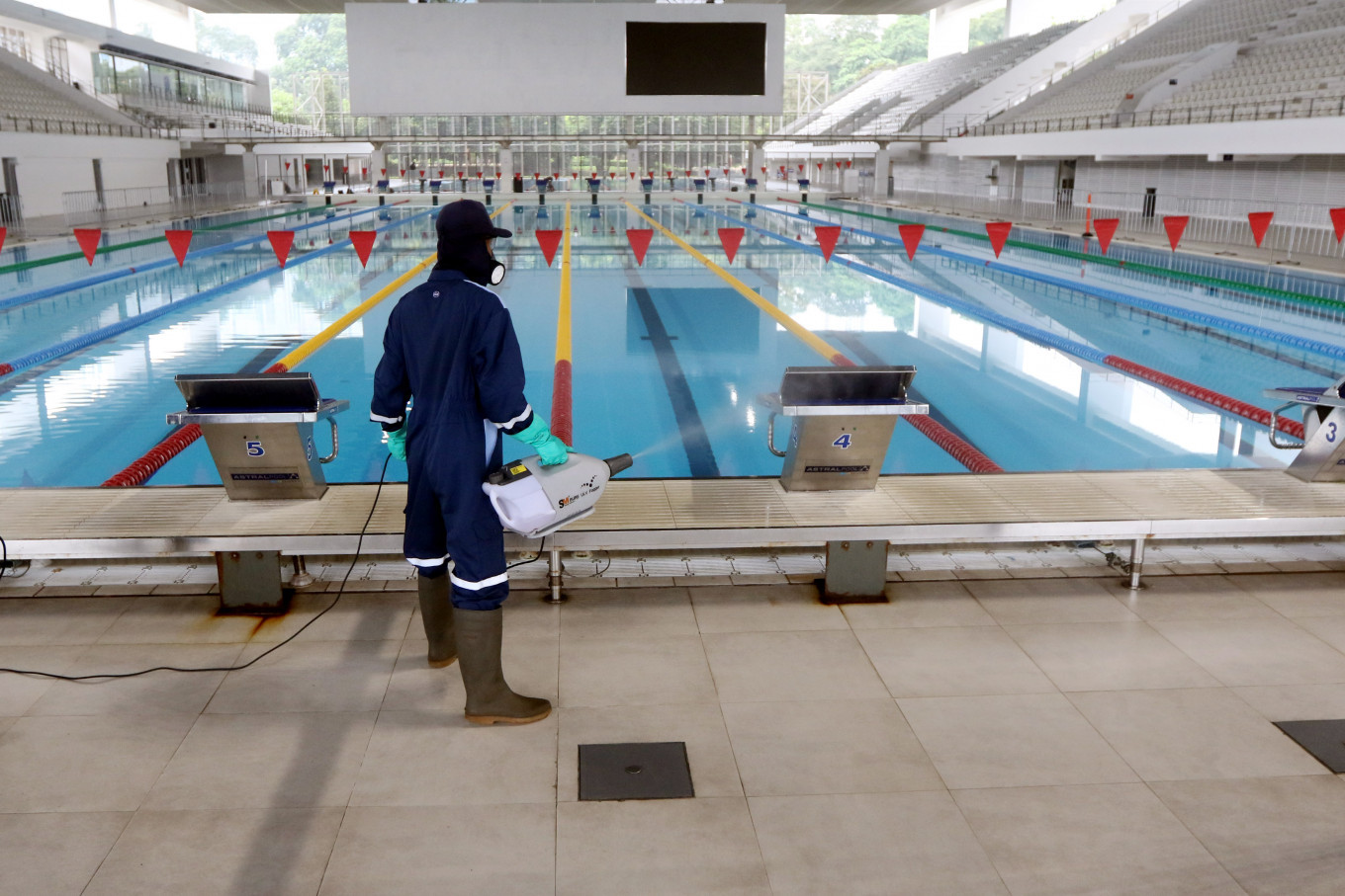Jakartans give GBK sports complex wide berth in virus crisis