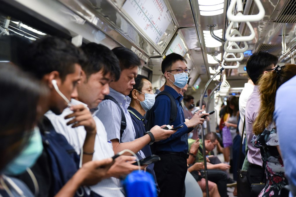 Singapore to ban on all short-term visitors in new virus measures