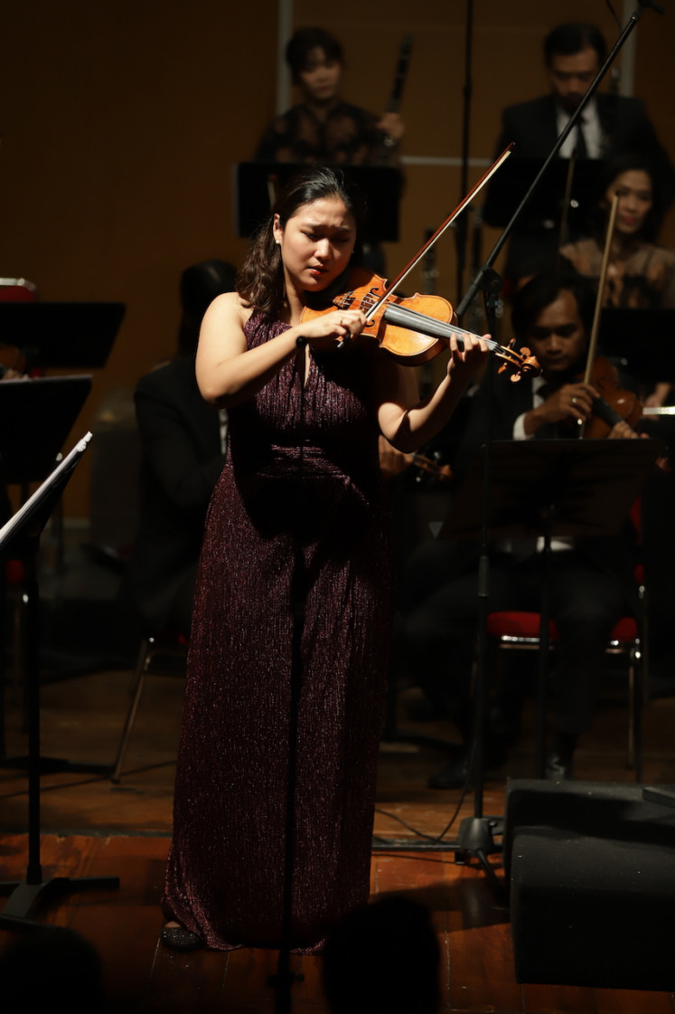 Collaboration: South Korean violist Park Sueye performs during the Malam Tchaikovsky (Tchaikovsky Night) concert at the Usmar Ismail Hall in South Jakarta on Feb. 21.