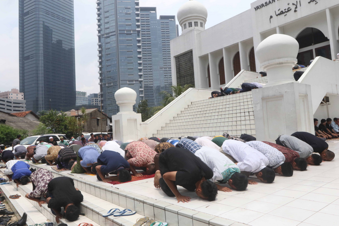 COVID-19: Mosques defy ulema council appeal to suspend Friday prayer