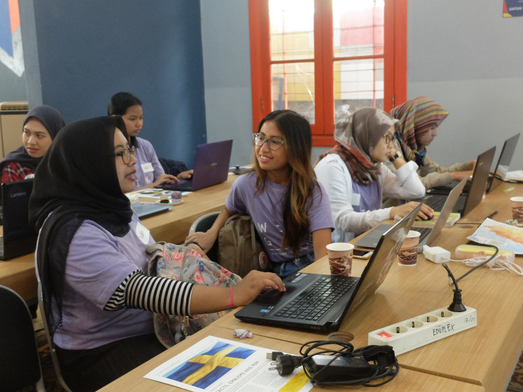 Mingle: Participants discuss during a recent Wikigap session in Bandung, west Java.