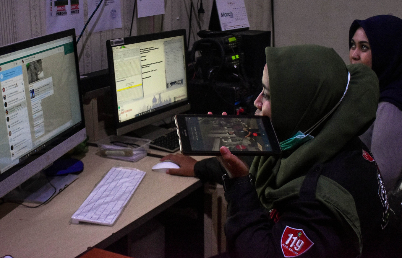 Patience tested at Malang's COVID-19 emergency call center