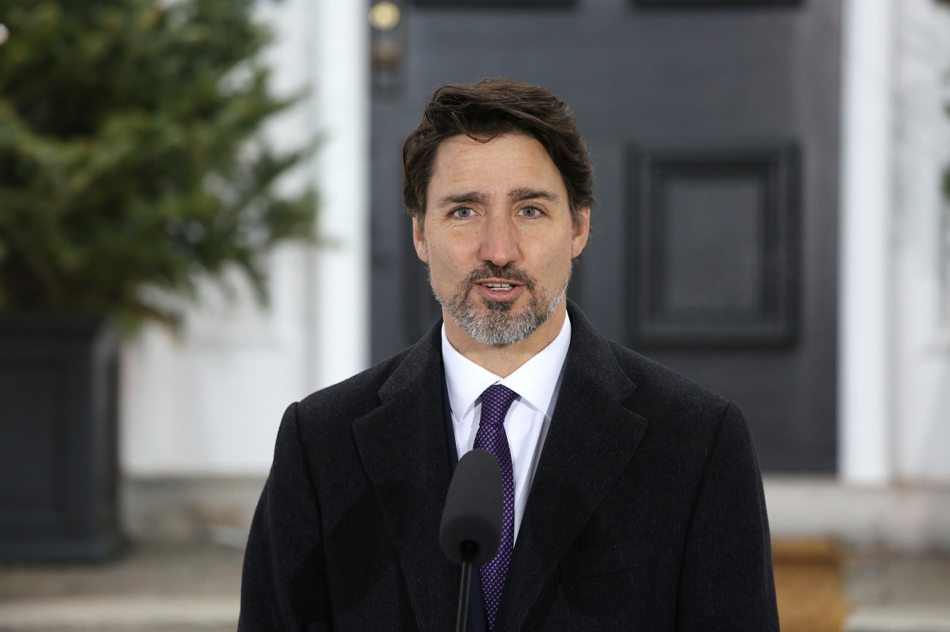 Trudeau leads Canadian celebrities in pandemic plea to stay home