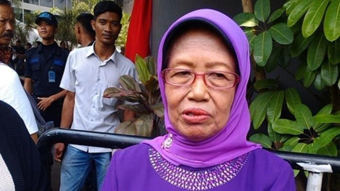 Jokowi's mother passes away at 77