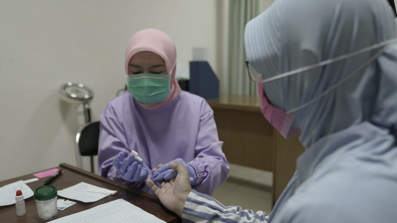 Medical staff prioritized in West Java's COVID-19 rapid tests
