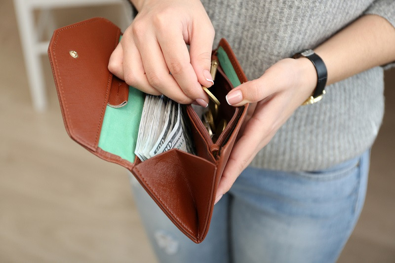 Coronavirus in your wallet? How safe is cash these days?
