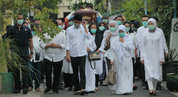 Physical distancing measures taken at Jokowi's mother's funeral