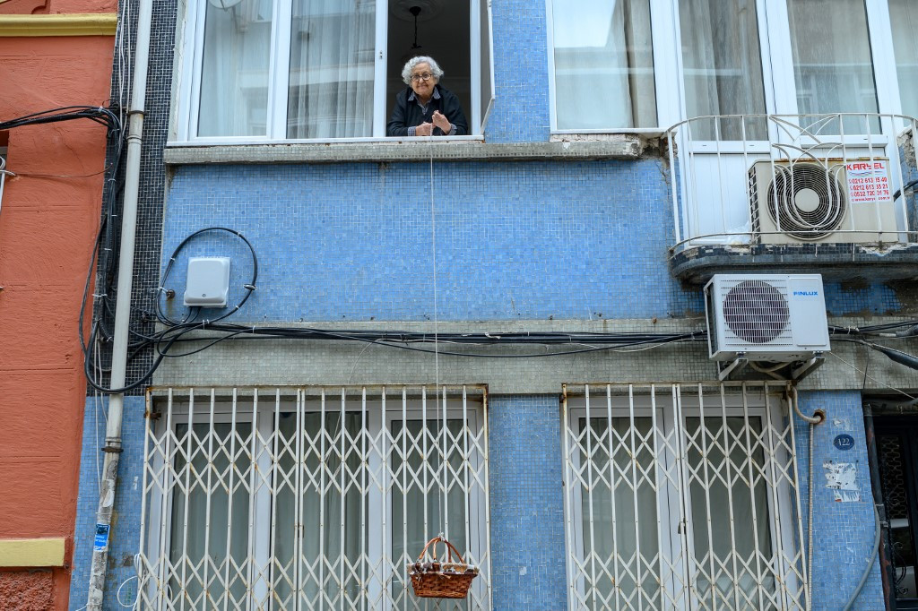Home Deliveries For Turkey S Elderly Come In A Basket Through The Window Lifestyle The Jakarta Post
