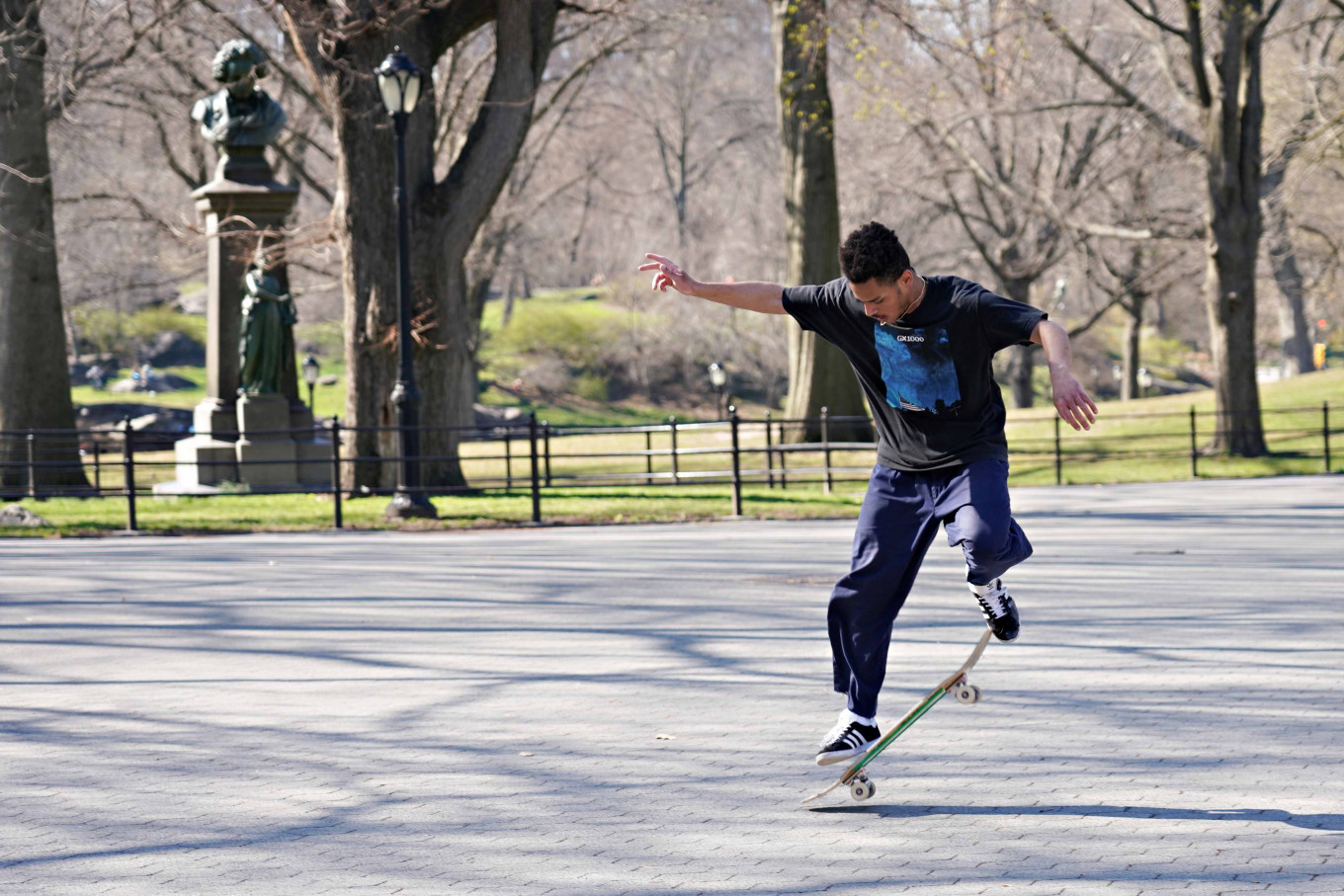 Skateboarders roam, restaurateurs fret as coronavirus fears clear New York after dark