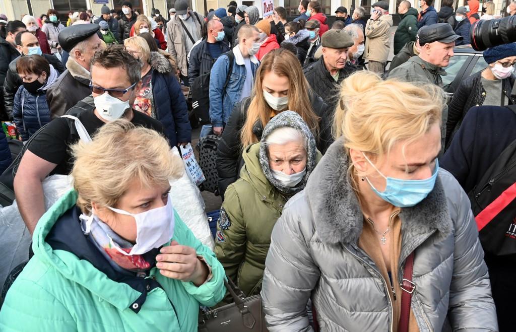 Ukraine president offers $1 mln for virus vaccine