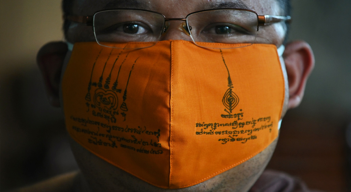 Thai monks make virus masks from recycled plastic