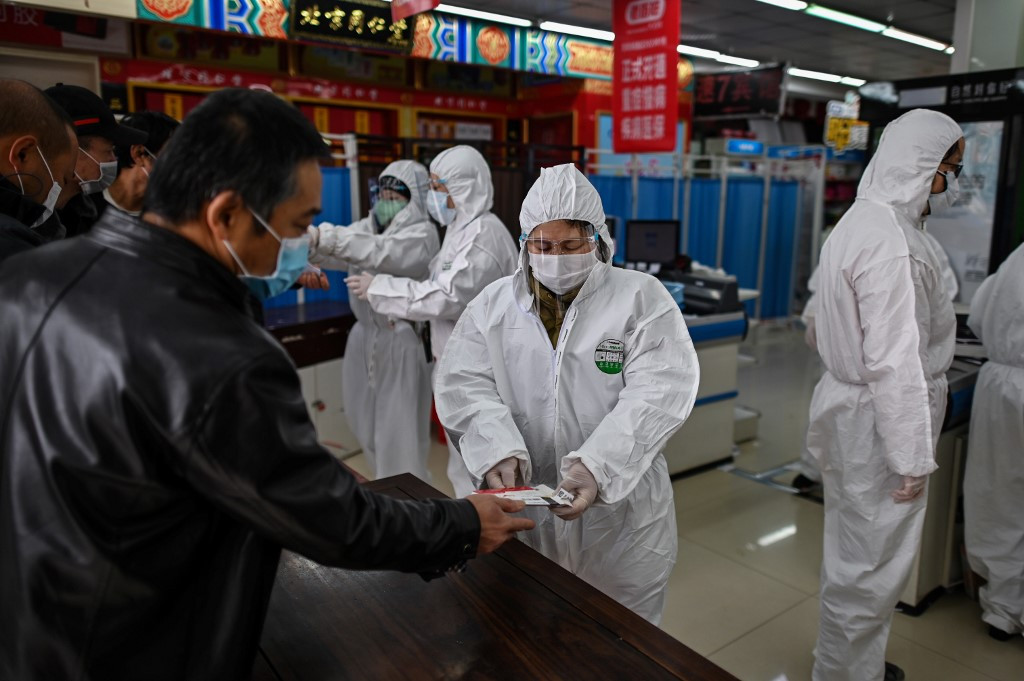 China honours virus victims with 3 minutes of reflection