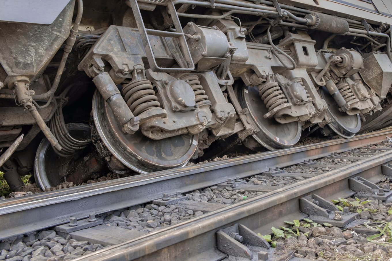 One dead, 127 hurt in China passenger train derailment
