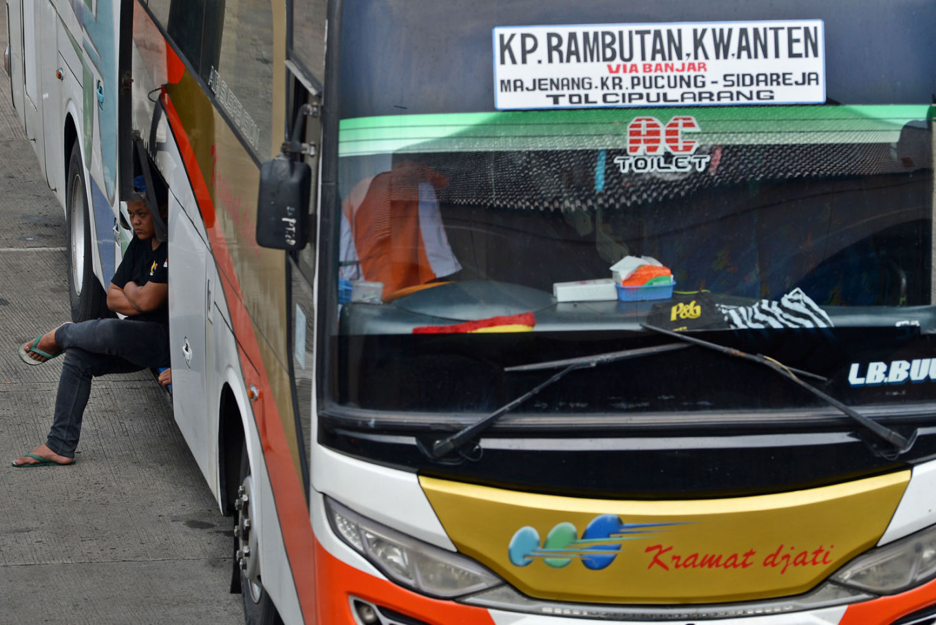 Acting transportation minister cancels Jakarta's policy to suspend interprovincial buses