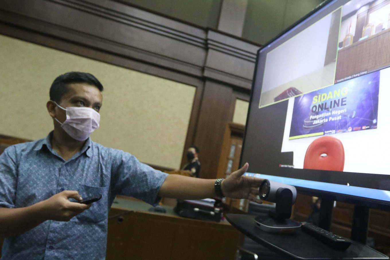 KPK indicts PDI-P member in bribery case while key suspect remains at large