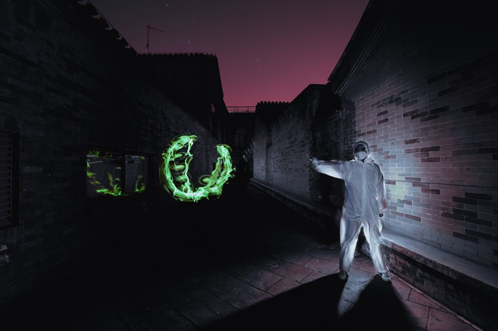 Chinese 'light painter' takes artistic inspiration from virus
