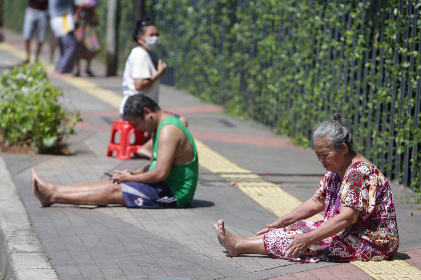 Jakarta's poor at risk as city drags feet on COVID-19 social assistance