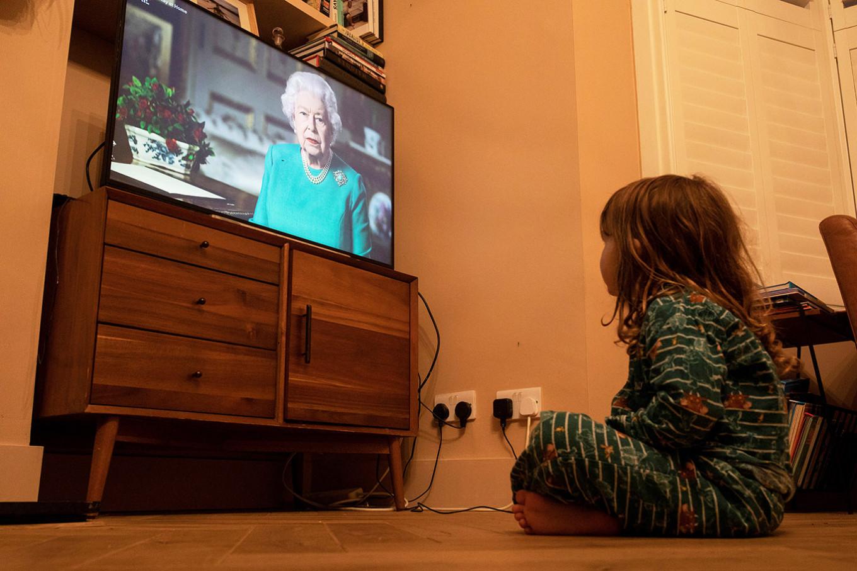 UK's Queen Elizabeth thanks health workers around the world