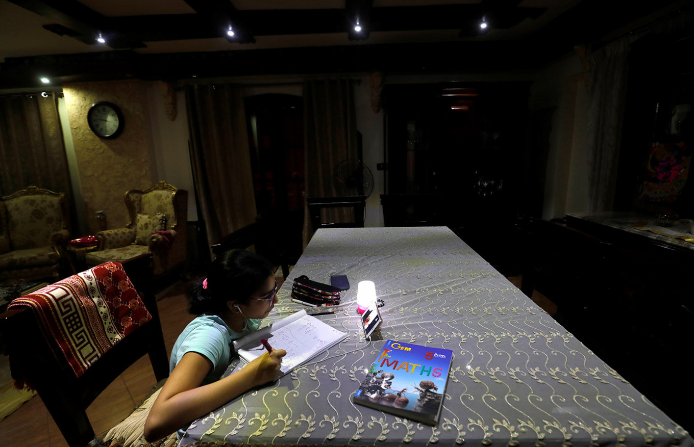 Singapore stops Zoom for home-schooling after hacking report