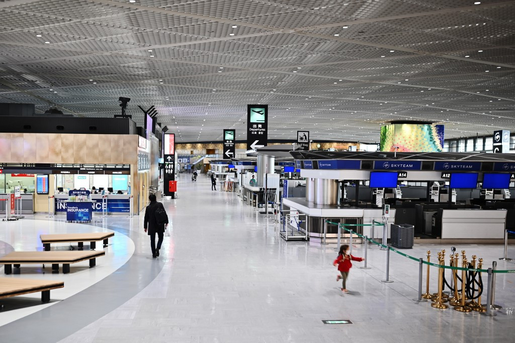 Japan declares coronavirus emergency, prepares near $1 trln stimulus