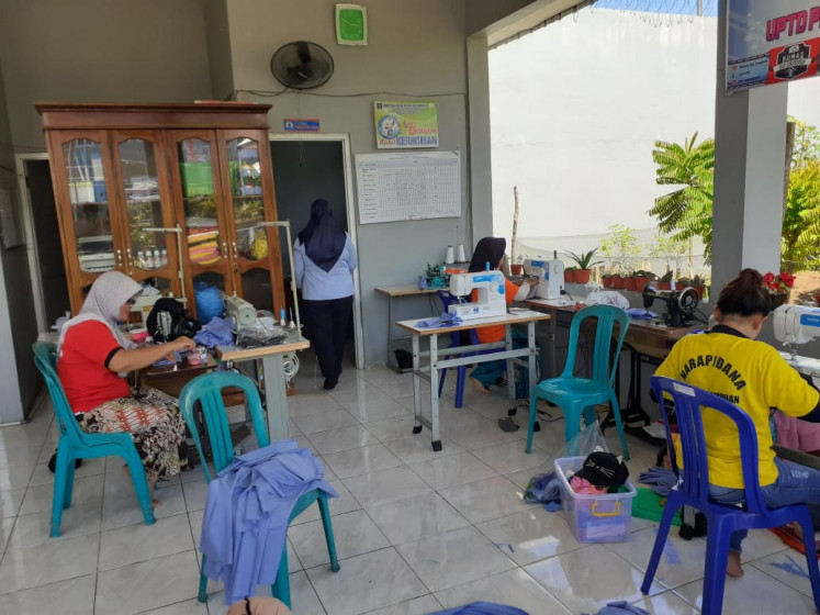 Prisoners in Bengkulu's women's correctional facility make personal protective equipment for medical workers.