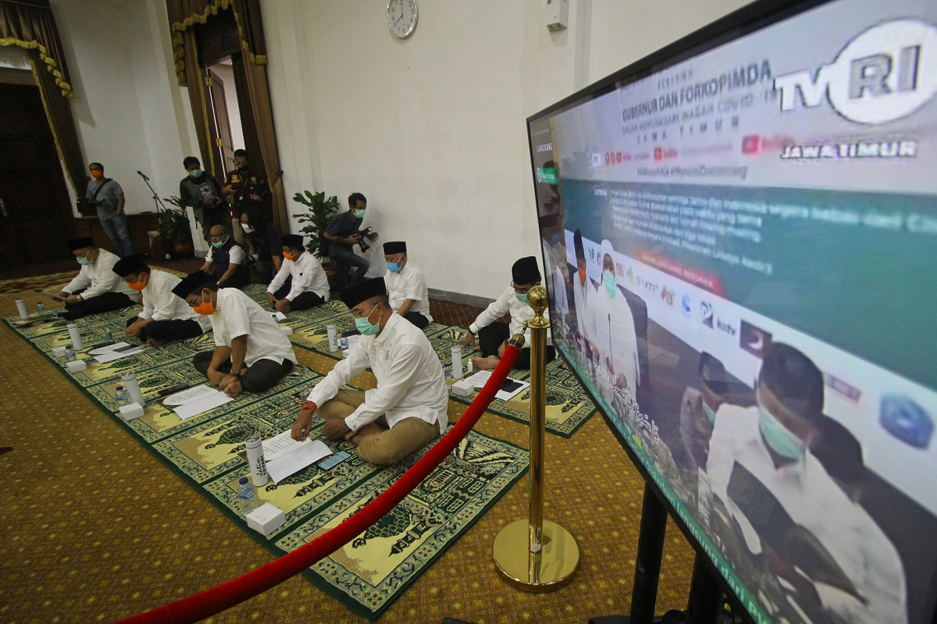 Pray from home, together: NU holds massive online religious gathering in East Java