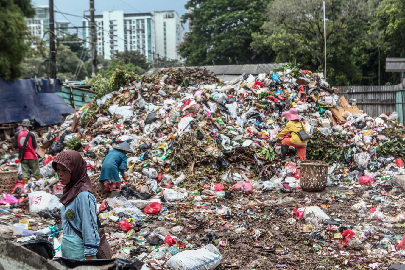 Jakarta's trash output down during COVID-19 but environmentalists warn of possible increase