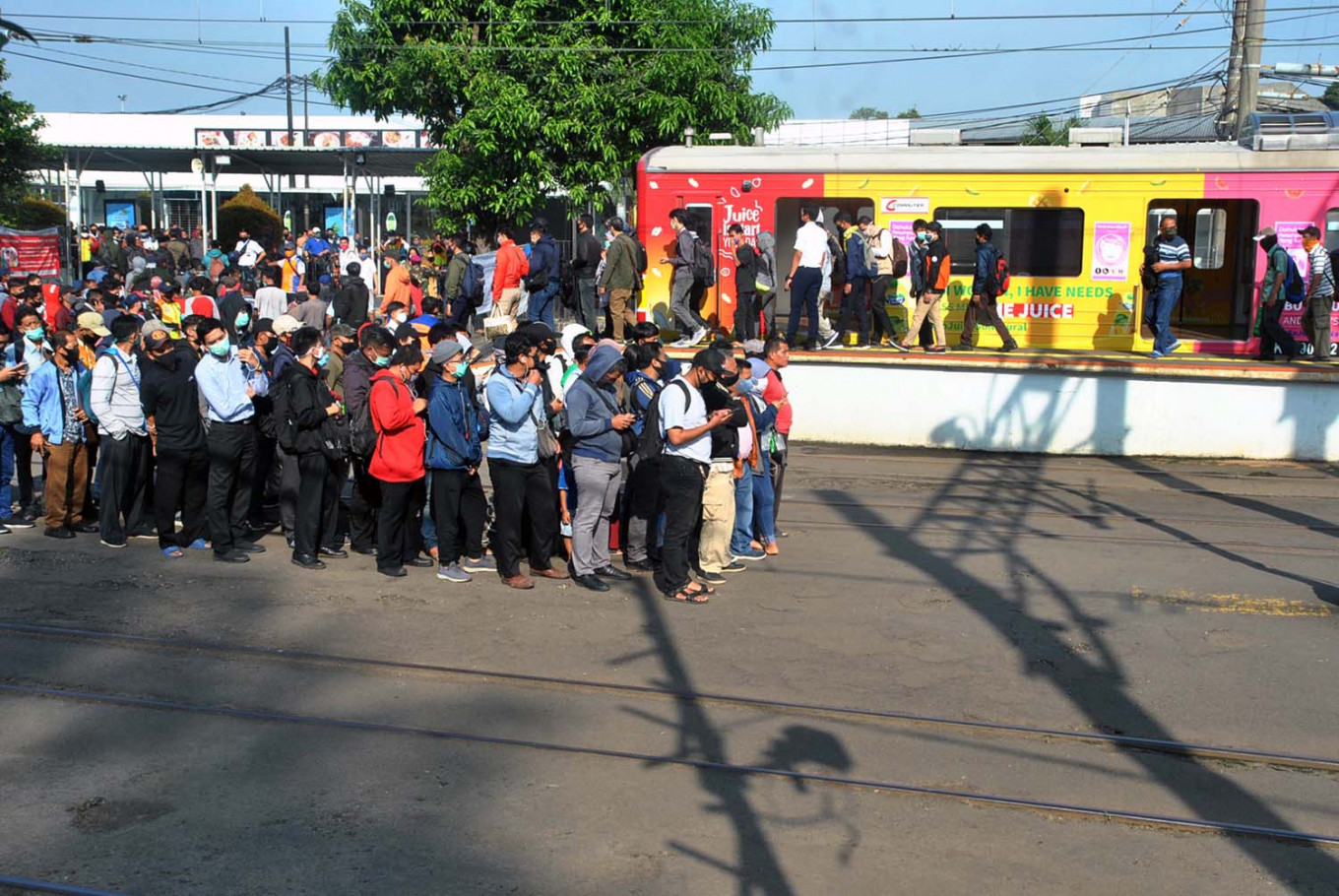 Luhut decides against Greater Jakarta's calls for halt to Commuter Line during PSBB