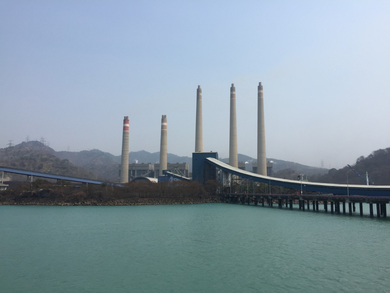Ministry mulls retiring giant Suralaya coal plant, replacing it with solar farm