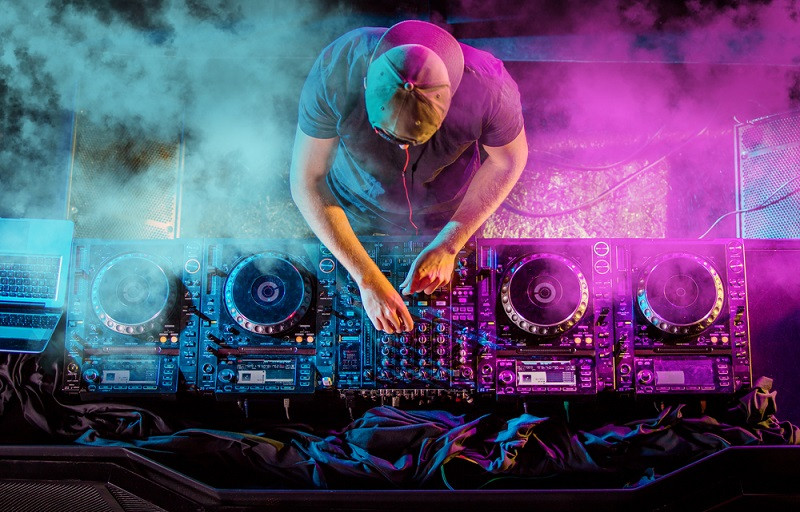 Virtual dance music festival raises funds to help workers affected by pandemic