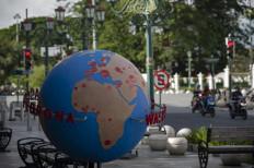A globe installed at Yogayakarta's zero kilometer area shows the spread of COVID-19 across the world. JP/Arnold Simanjuntak