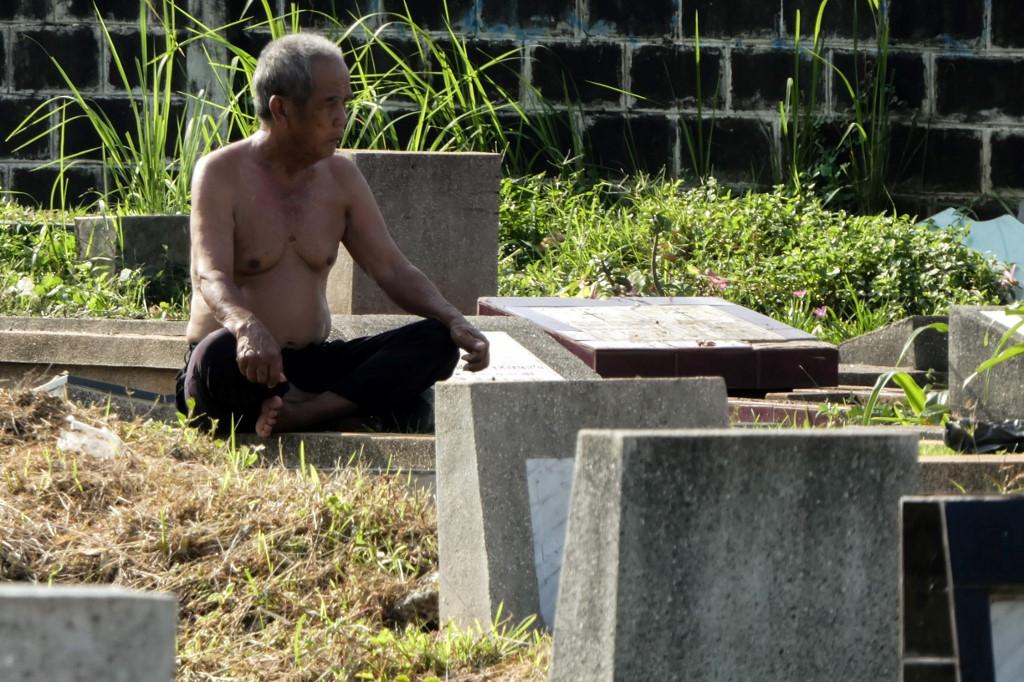 Sun worshippers: Indonesians soak up the rays to battle virus
