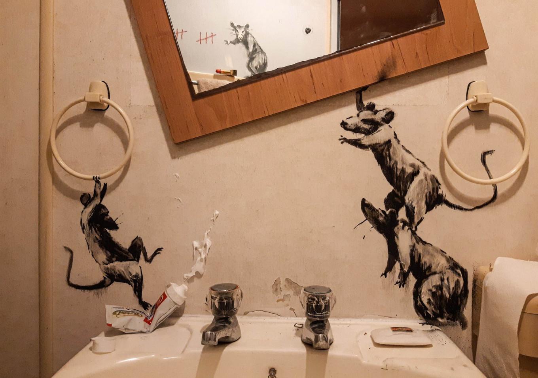 Bathroom Banksy: Street-artist stays home for new lockdown work