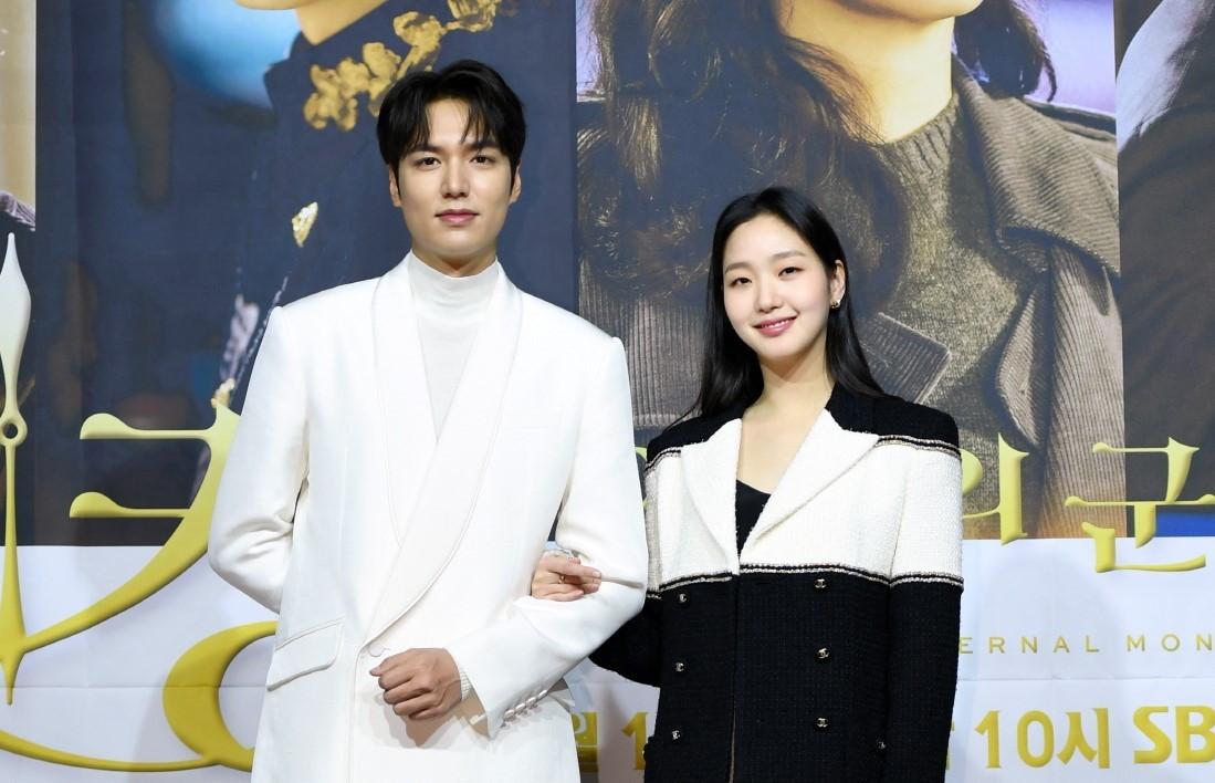 Lee Min-ho bids royal farewell to Woo Do-hwan who starts doing military service