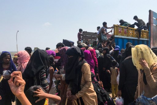 Malaysia turns back Rohingya boat over virus fears