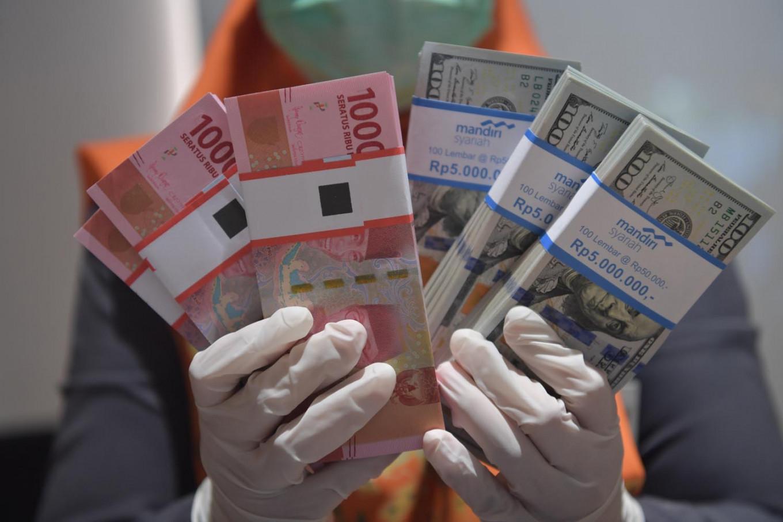 Strong rupiah, weak economy