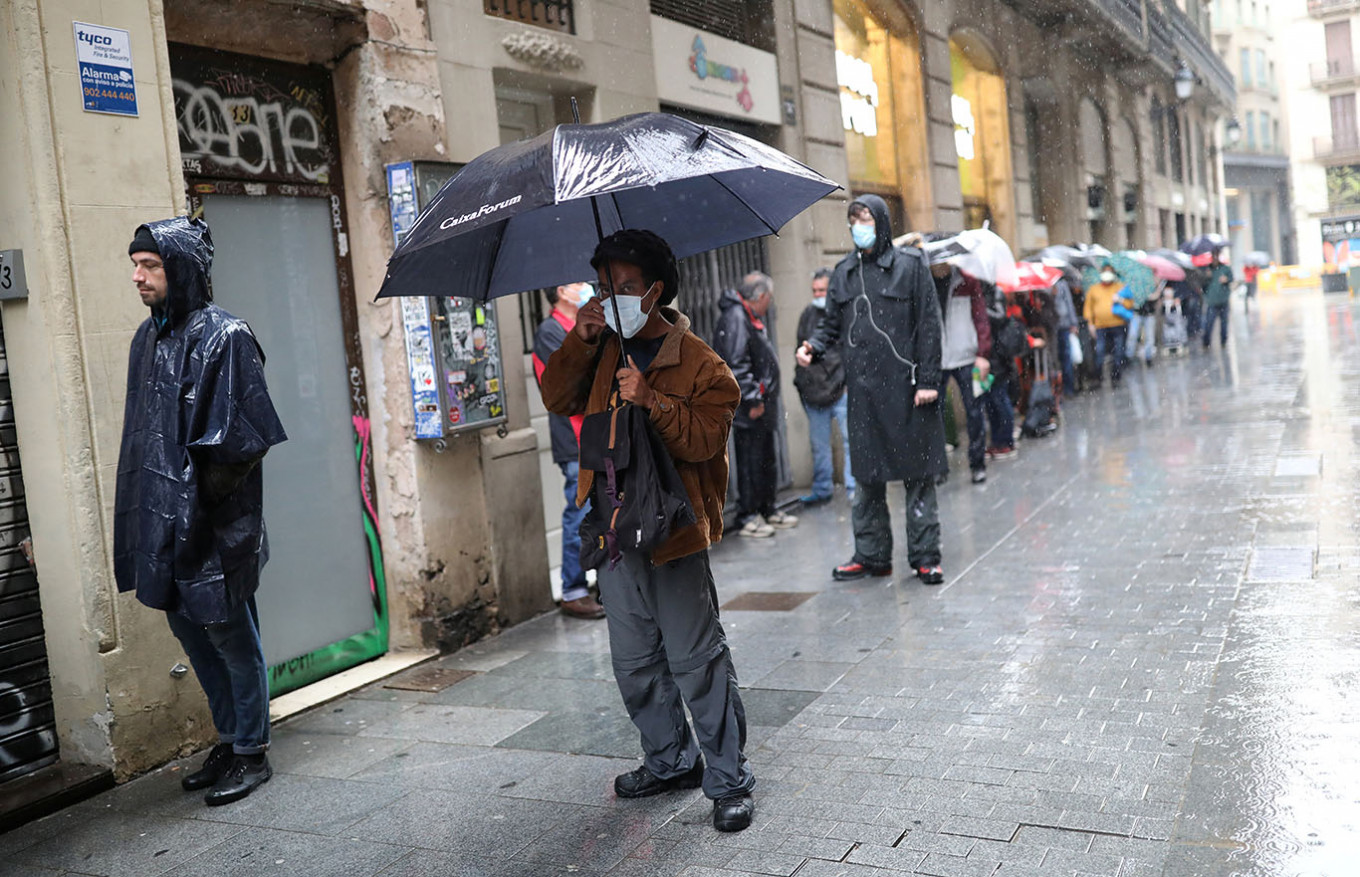 Spain Records 440 Coronavirus Deaths in Past 24 Hours, Toll Tops 22,000