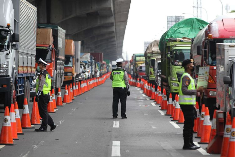 Ministry orders random checks on vehicles leaving Jakarta during long weekend