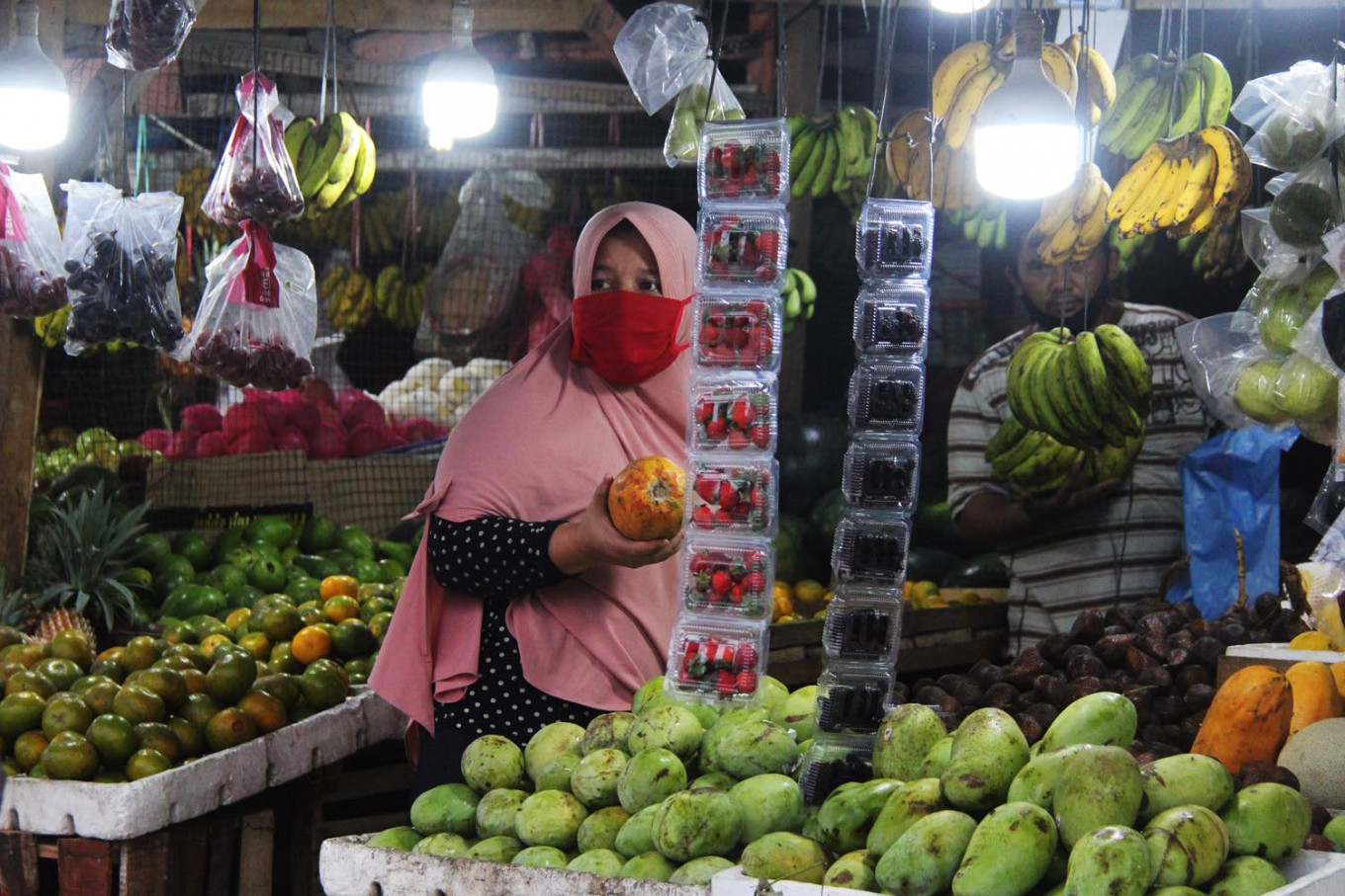 Indonesia records 20-year low inflation around Idul Fitri as pandemic upends purchasing power